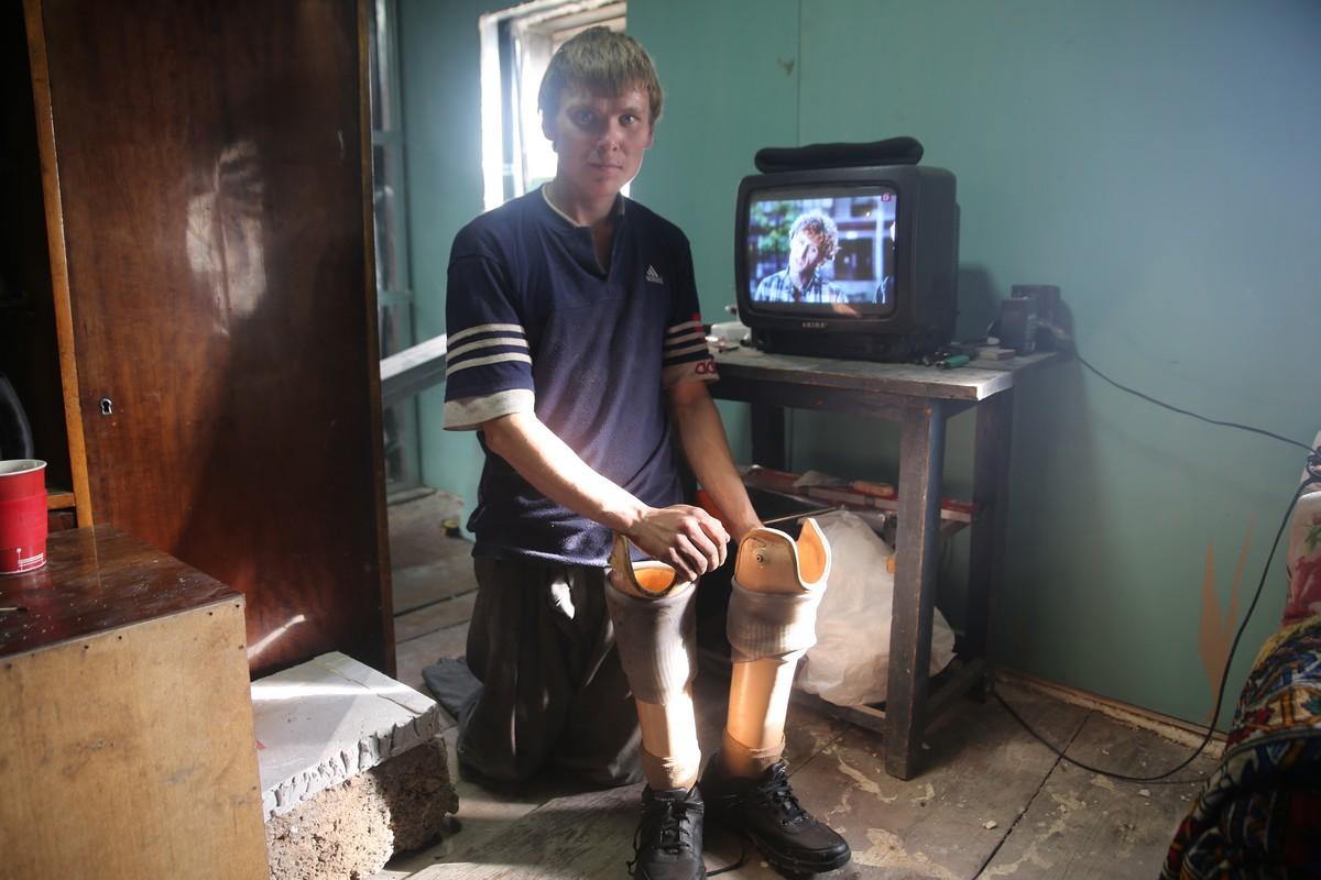 Спасибо всем. Рома из Покровского получил новые протезы и собирается в Крым