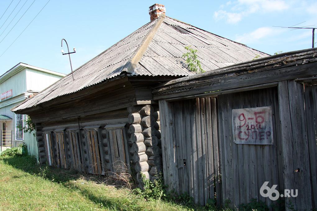 Зареченцев переселяют в новые дома с плесенью, трещинами и лягушками