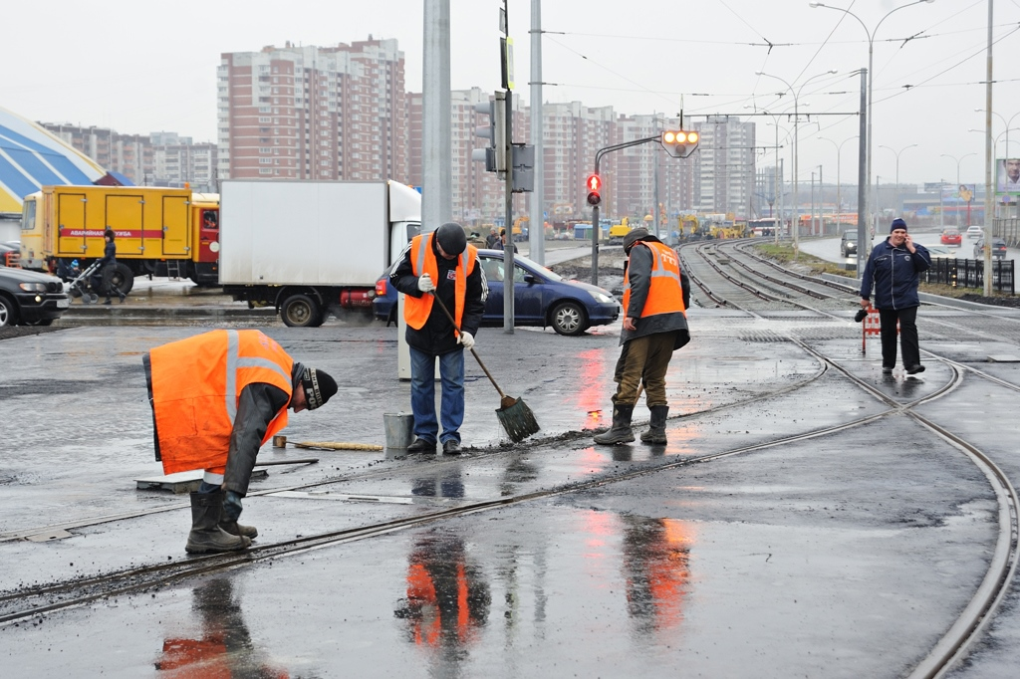 Дожди не помеха: дороги обещают успеть починить до конца сезона