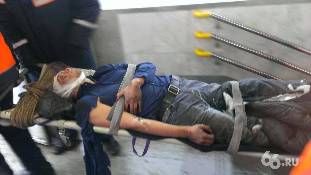 Всего переломало, как куклу: парень на «Чкаловской» бросился под поезд сам