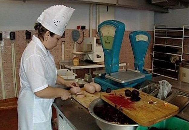 Свердловские депутаты предлагают закрыть кухни в школьных столовых