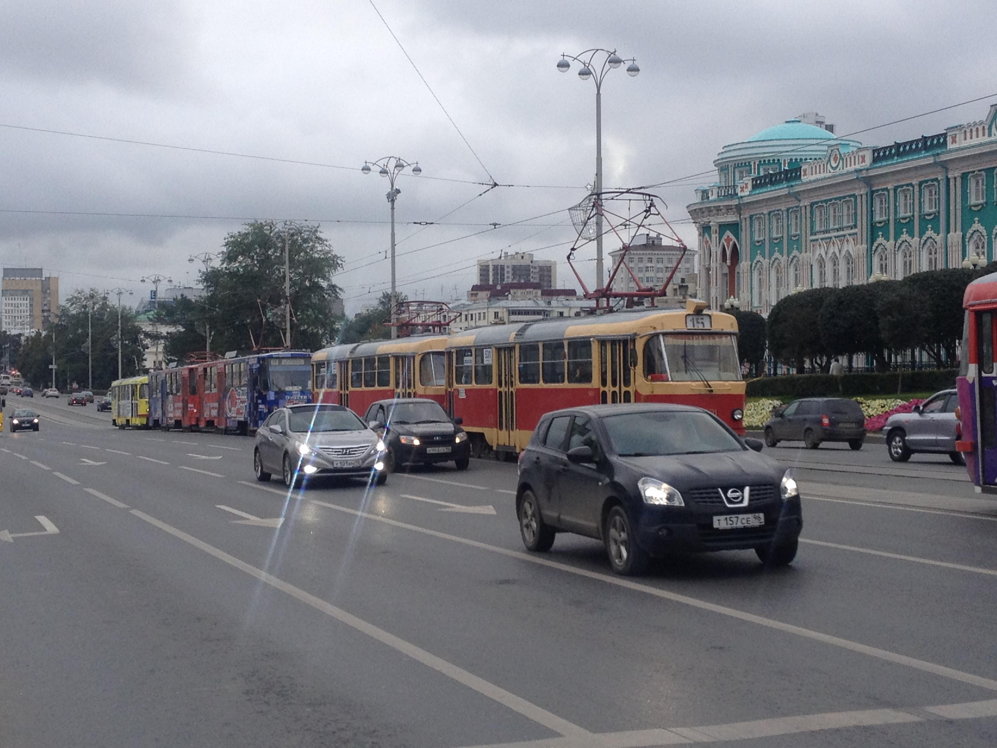 Приехали! На проспекте Ленина из-за ДТП встали трамваи