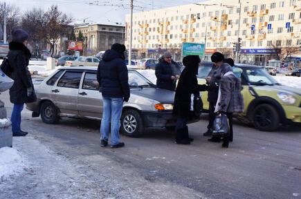 На Ленина горожане задержали лихача, сбившего двух пешеходов