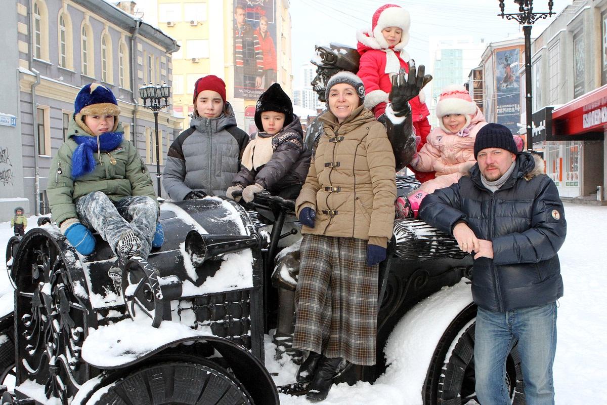 Обычный герой. 4 своих + 2 сироты: опыт усыновления в Екатеринбурге