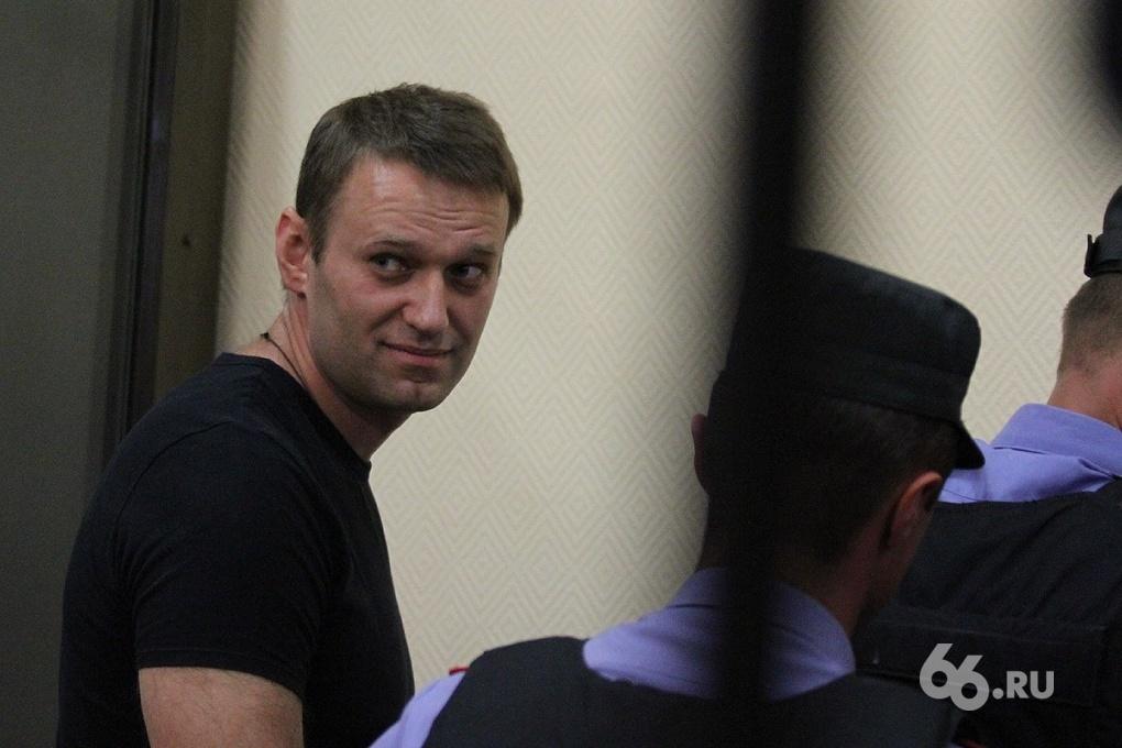 Алексею — условно, Олега — в колонию. Суд вынес приговор братьям Навальным