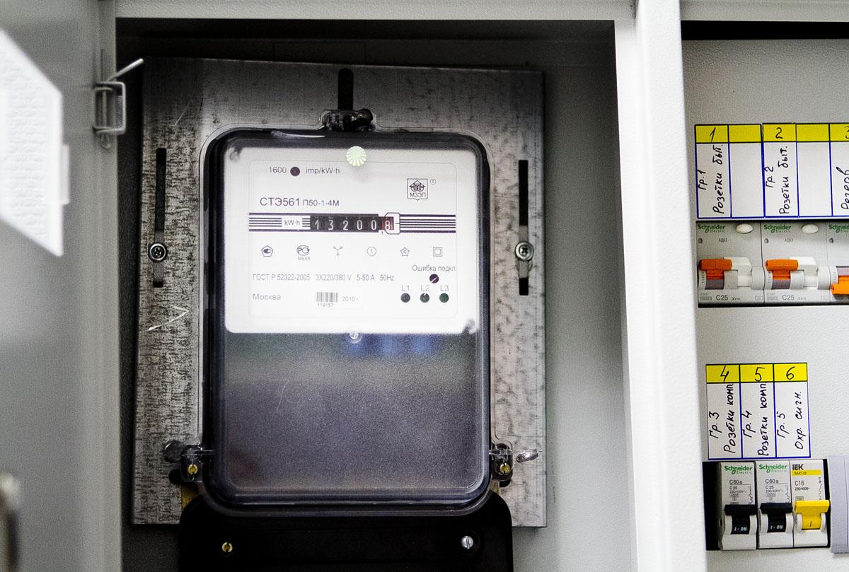 Свердловчане задолжали энергетикам почти миллиард рублей