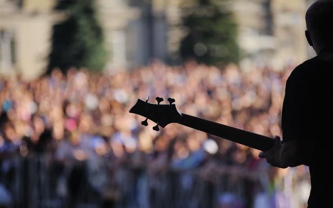 Свердловских рок-музыкантов отправят гастролировать в Крым