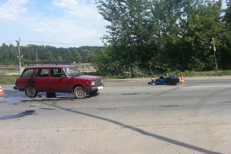 На Сибирском тракте мотоциклист влетел в «Жигули» и впал в кому