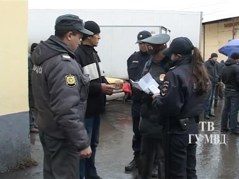 Обыски на овощебазе и аресты нелегалов: полиция ведет масштабную спецоперацию