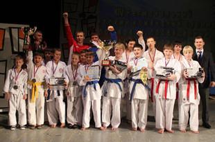 Молодые екатеринбуржцы выиграли общекомандный турнир по каратэ в Заречном