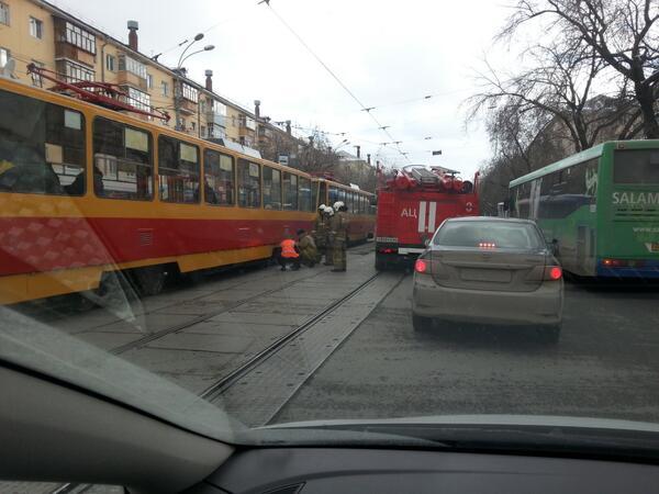На 8 Марта — Фрунзе людей эвакуировали из дымящегося трамвая