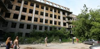 Заброшенную больницу в Зеленой роще переделают в школу