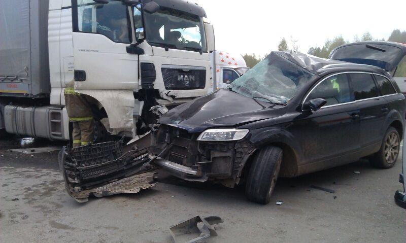 Смерть на Серовском тракте: водитель Audi Q7 выехал под фуру