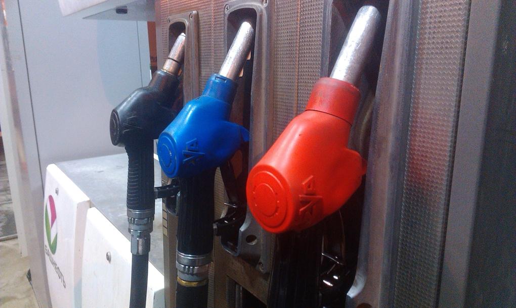 Сомнительное достижение: бензин и дизель в Екатеринбурге одни из самых дорогих