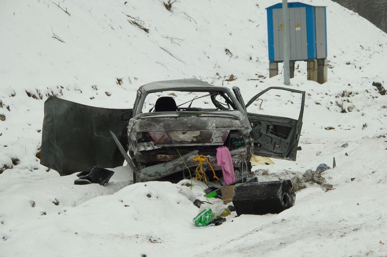 Страшная авария на Новомосковском тракте: ВАЗ кубарем вылетел с дороги