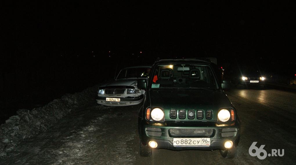 «Волга» врезалась в Suzuki на ЕКАД