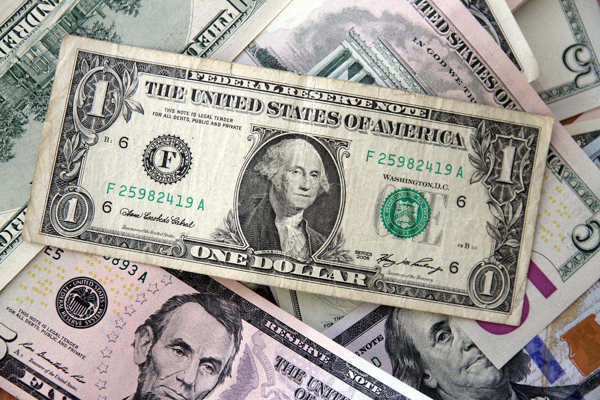 Курс доллара в екатеринбургских обменниках подскочил до 45, а евро — до 56,11 рубля