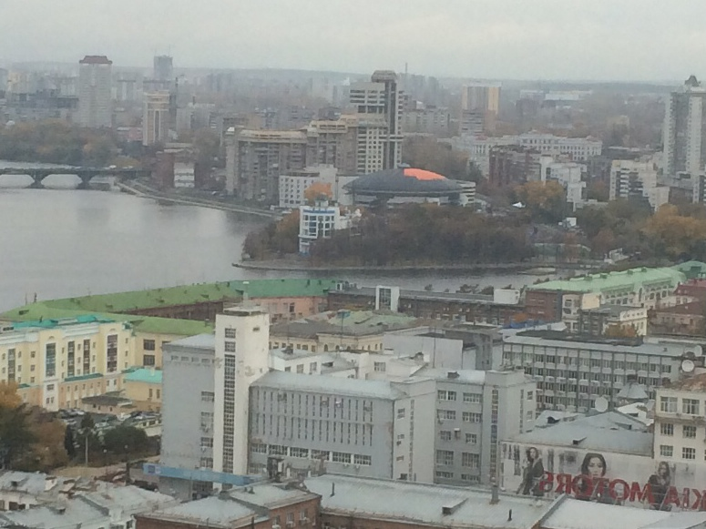 Оранжевые реки: ливень смыл краску с крыши ДИВСа