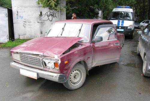 В Екатеринбурге угонщик автомобилей спрятался от полиции в диване
