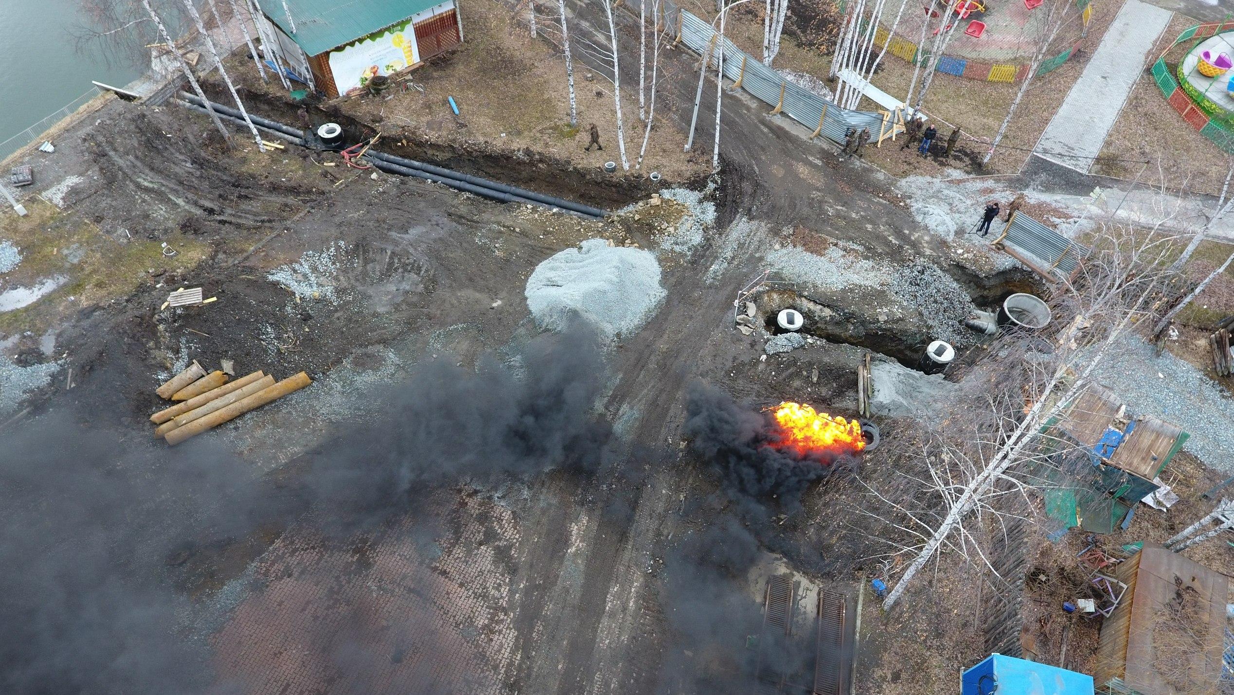 В ЦПКиО силовики и спасатели ликвидируют последствия учебного теракта. Фото