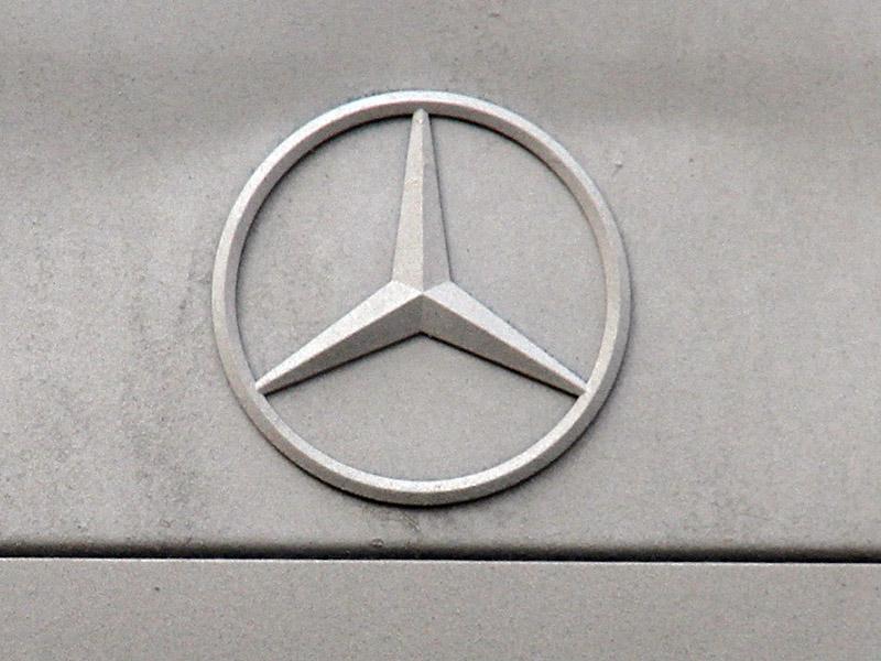 Номерок блатной: на Сибирском тракте хозяин Mercedes расчищал себе путь травматом