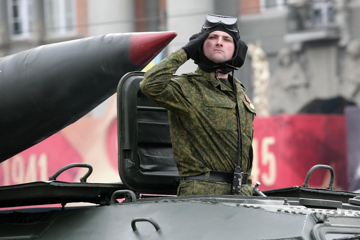 Минобороны выплатит пособия семьям солдат, погибших на границе с Украиной