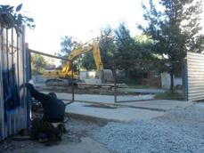 Жильцы дома на Уралмаше остановили строительство торгового центра