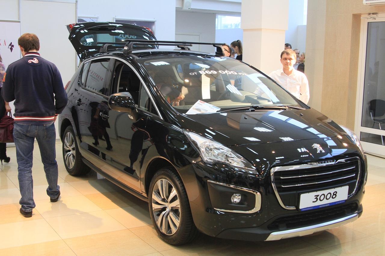 Пока держимся: в Екатеринбурге продают больше машин, чем в других миллионниках