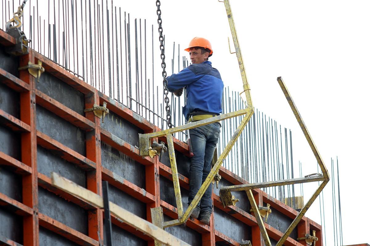 Строители обещают сдать ФОК на Компрессорном к Новому году