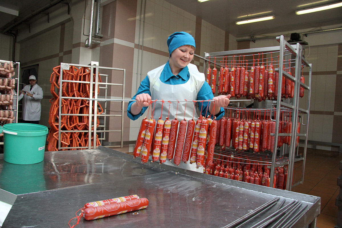 Чиновники: производство продуктов на Урале идет ударными темпами