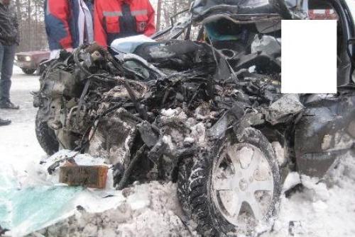 В Верхней Пышме девушка на Peugeot попала под грузовик