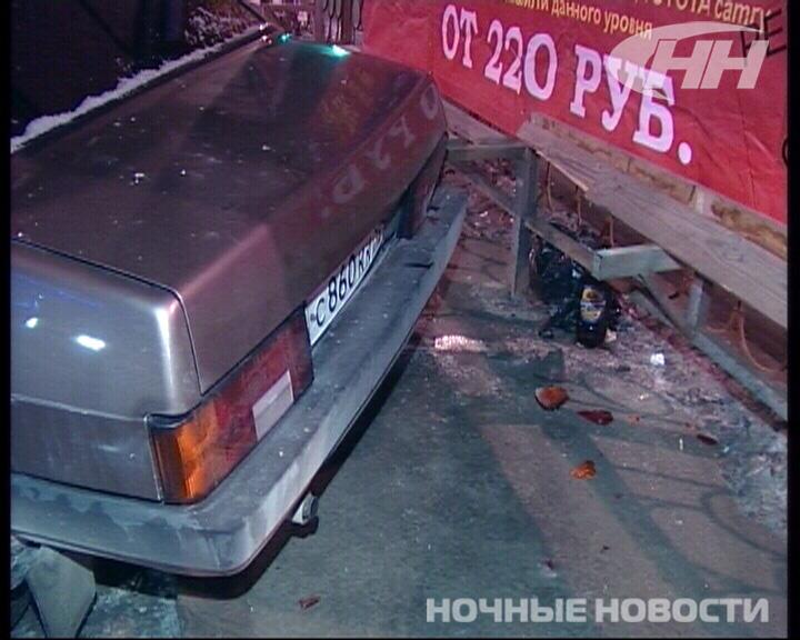 На улице Челюскинцев ВАЗ снес 2 трамвайные остановки