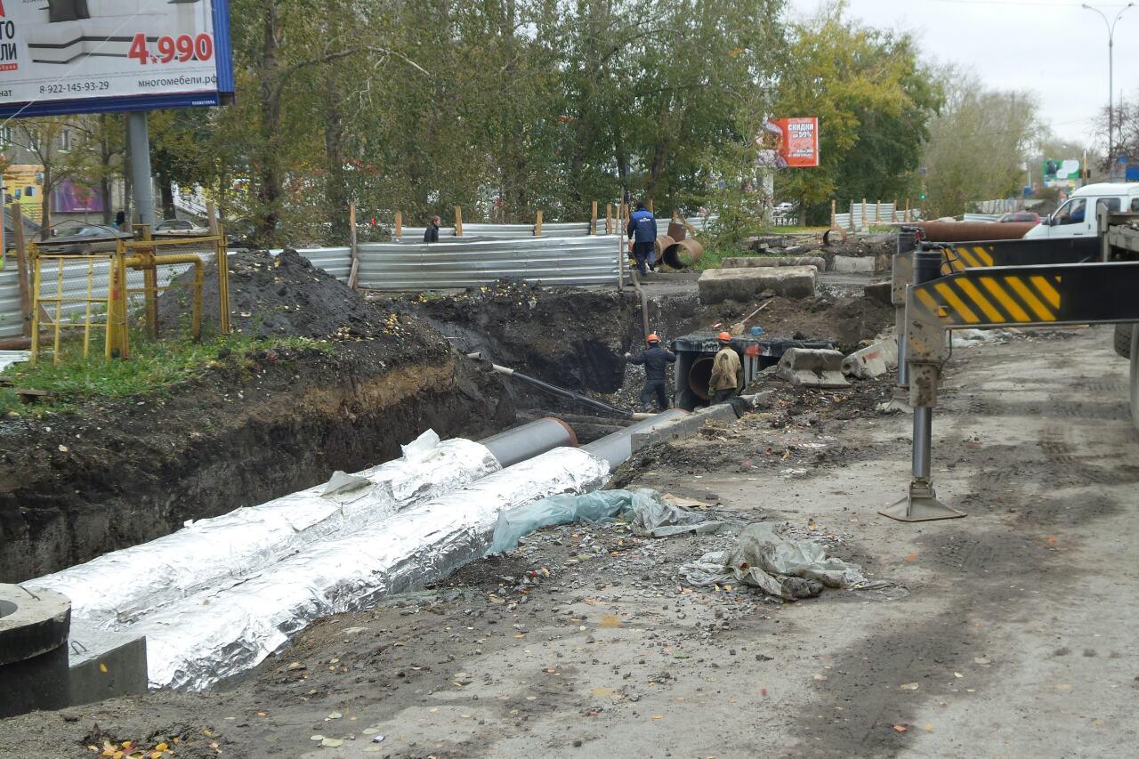 «Нам еще спасибо скажут»: на Амундсена коммунальщики перекрыли въезды во двор