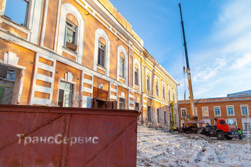 Работали без спроса: МУГИСО запретило ремонт Оровайских казарм