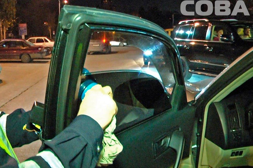 Рейд ГИБДД: екатеринбургских водителей заставили снять тонировку с машин