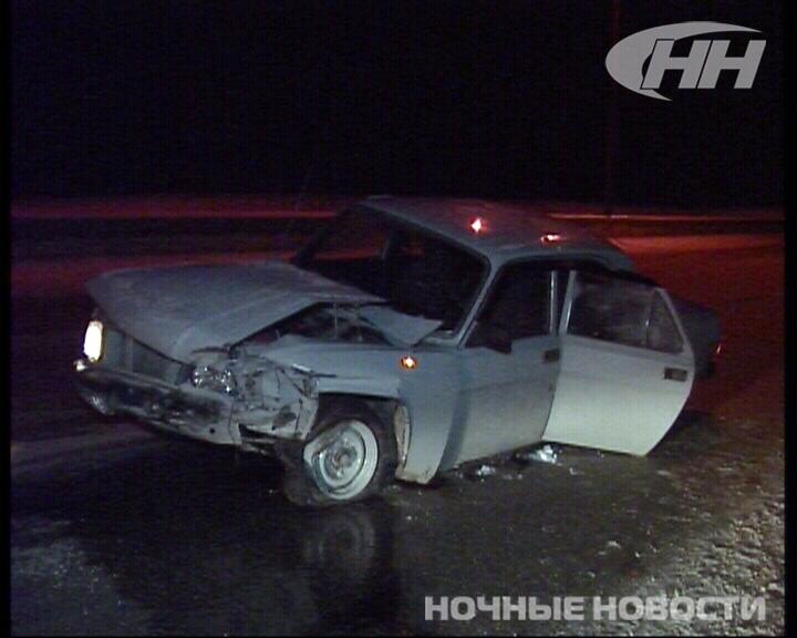 Ночью на Кольцовском тракте «Волга» врезалась в отбойник