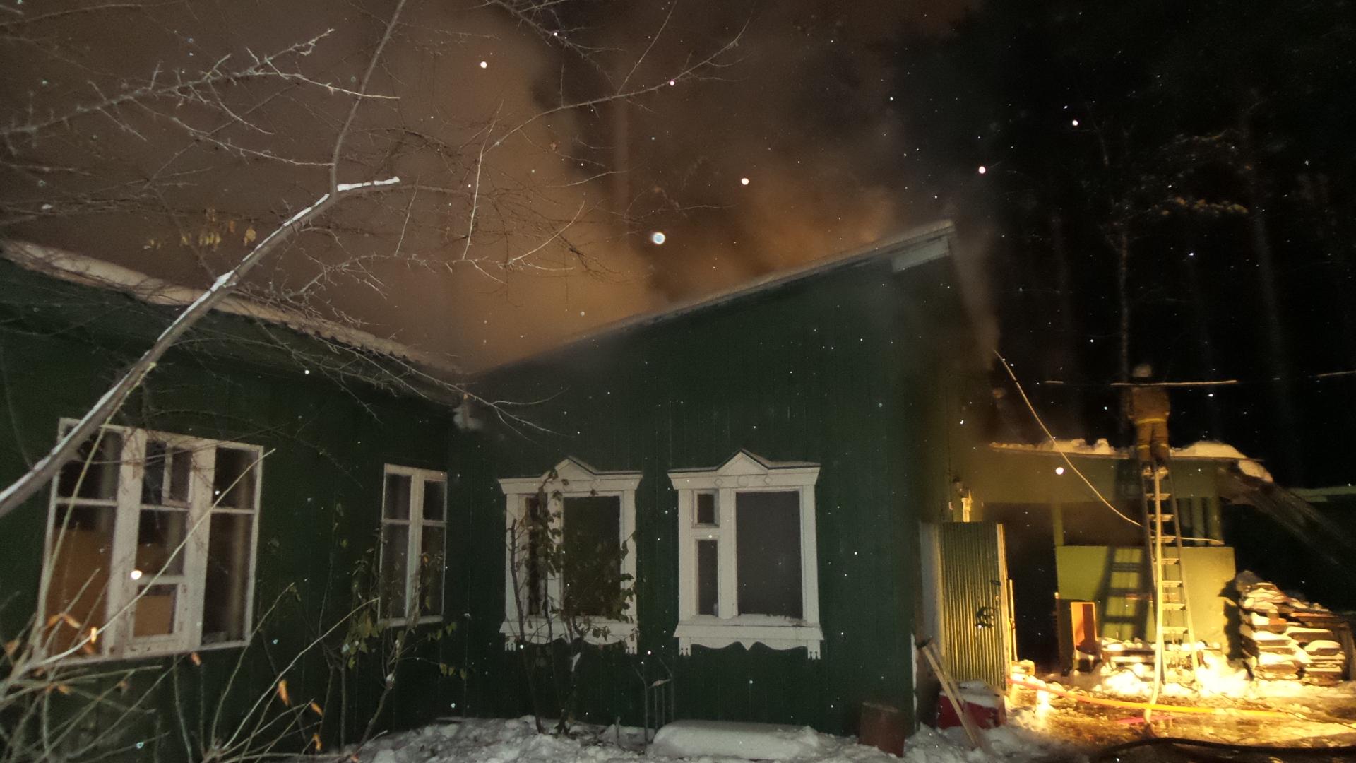 На Шарташе огонь уничтожил цех Ново-Тихвинского монастыря