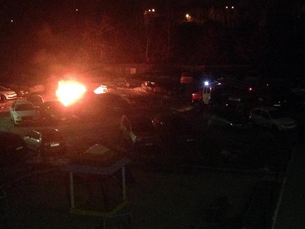 Это месть: на Фурманова сожгли иномарку борца с нелегальными игровыми клубами