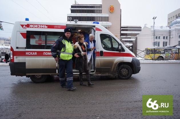 «Она просто упала»: женщину-пешехода на Малышевском кольце вчера никто не сбивал