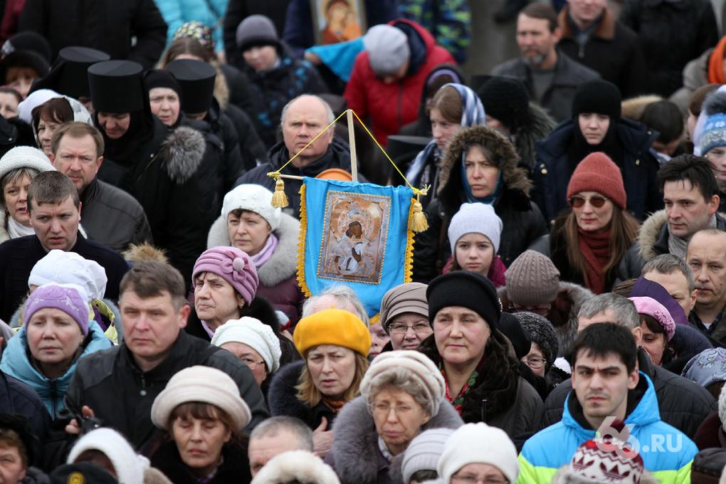 Репортаж 66.ru: в центре Екатеринбурга помолились за мир на Украине
