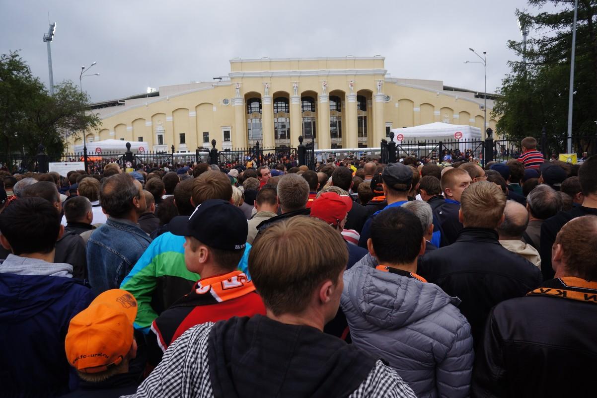 Органы не смогли разобраться, можно ли проносить ватрушки на Центральный стадион