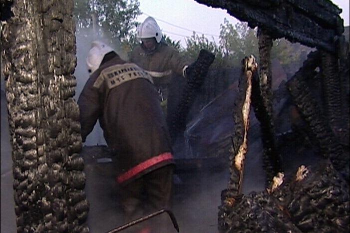 На Бакинских Комиссаров снова полыхал деревянный дом