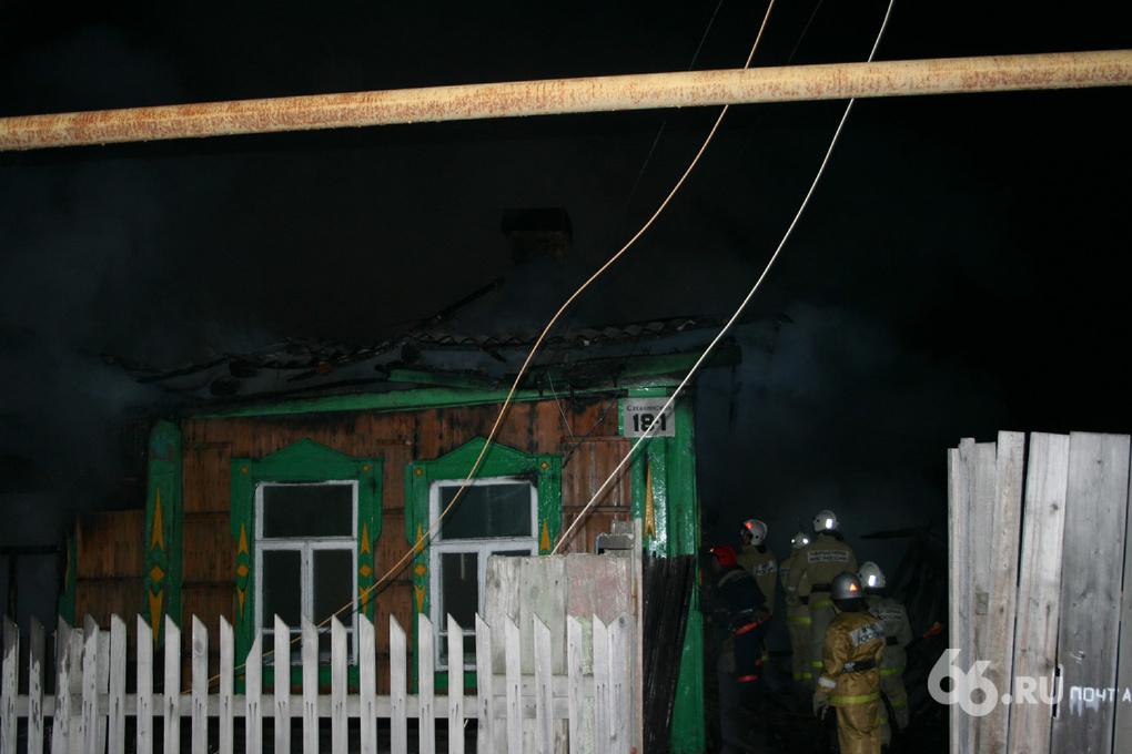При пожаре в частном доме на Сахалинской погибли шесть человек