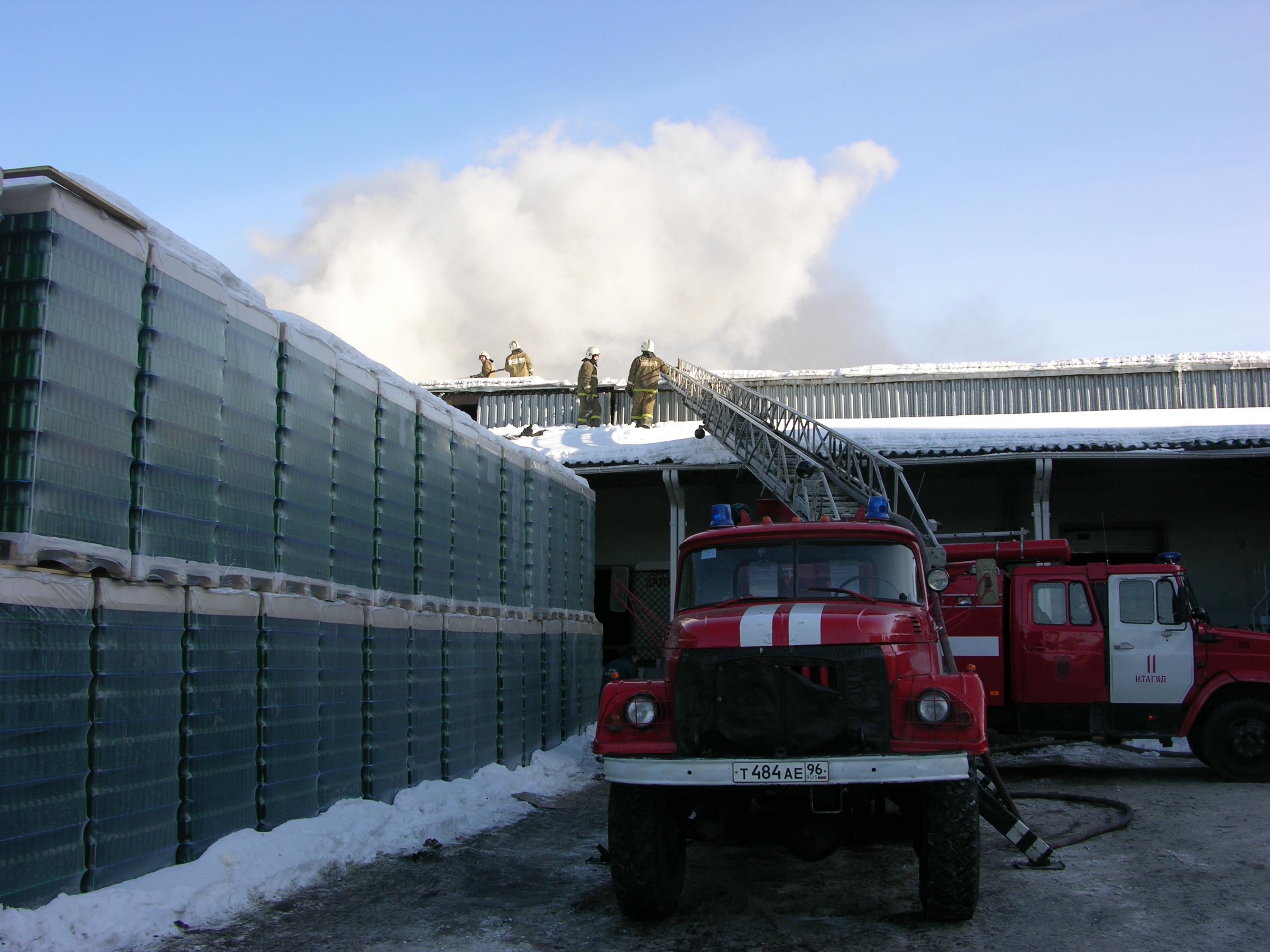 Пожарные потушили склад тагильского пивоваренного завода