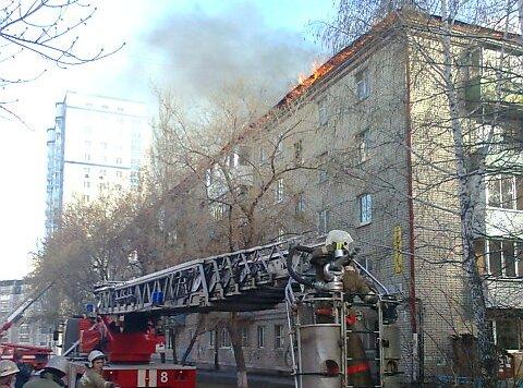 На Синих Камнях загорелся пятиэтажный дом