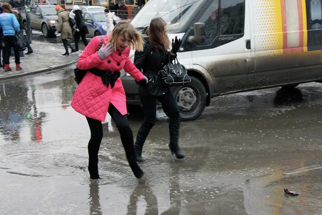 Мэрии Екатеринбурга нужно 10 дней, чтобы привести дороги в порядок
