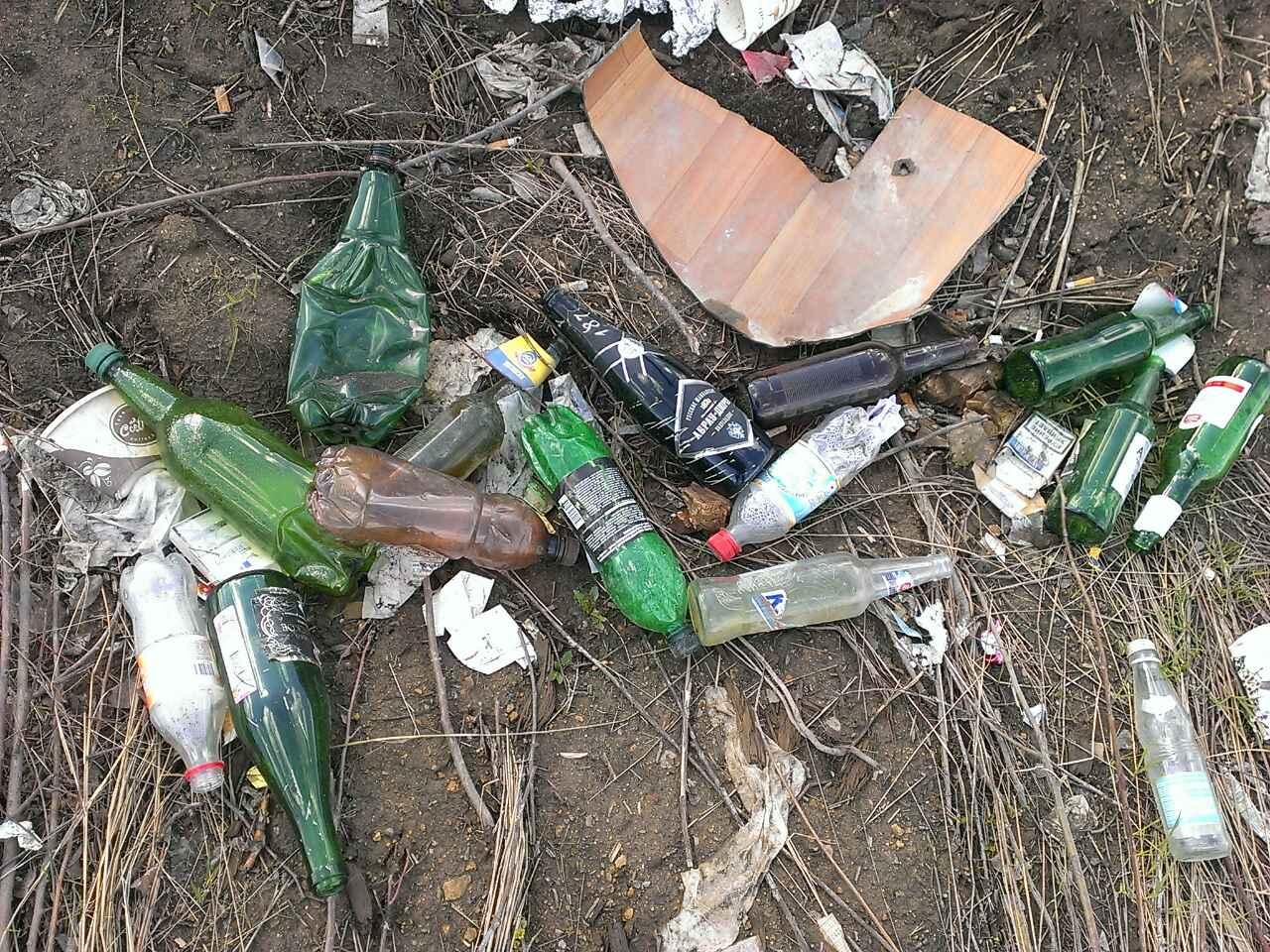 Екатеринбуржцы бьют тревогу: «взлетку» в Кольцово превратили в настоящую свалку