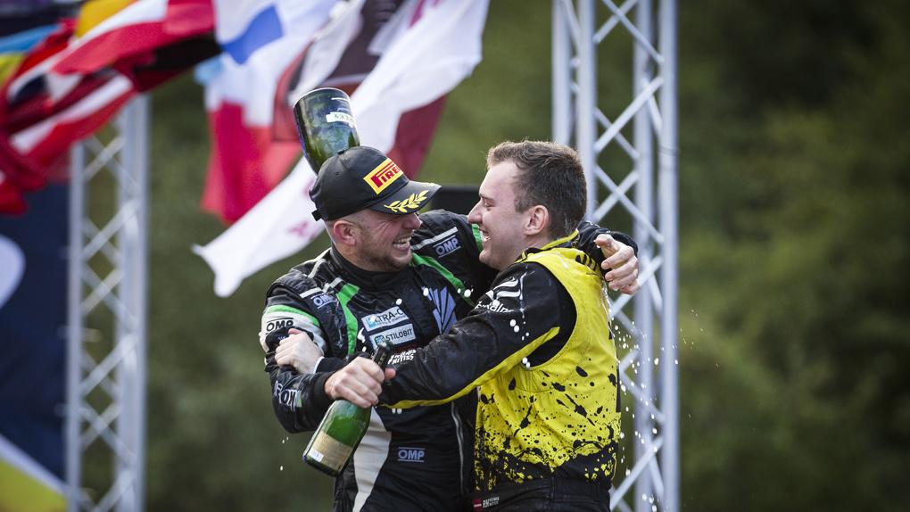 «Я счастлив, что сезон закончен»: гонщик из Екатеринбурга взял бронзу чемпионата Европы по ралли