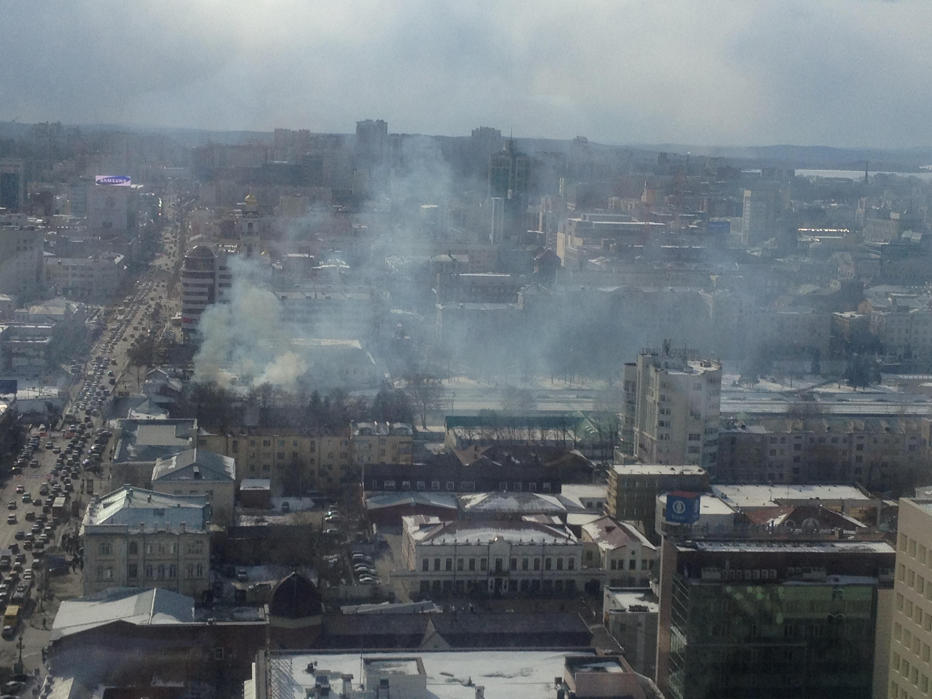 В центре Екатеринбурга горела веранда летнего кафе