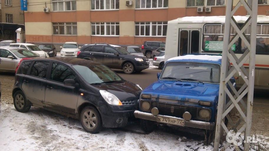 Свободное место на парковке стало причиной ДТП на Белинского